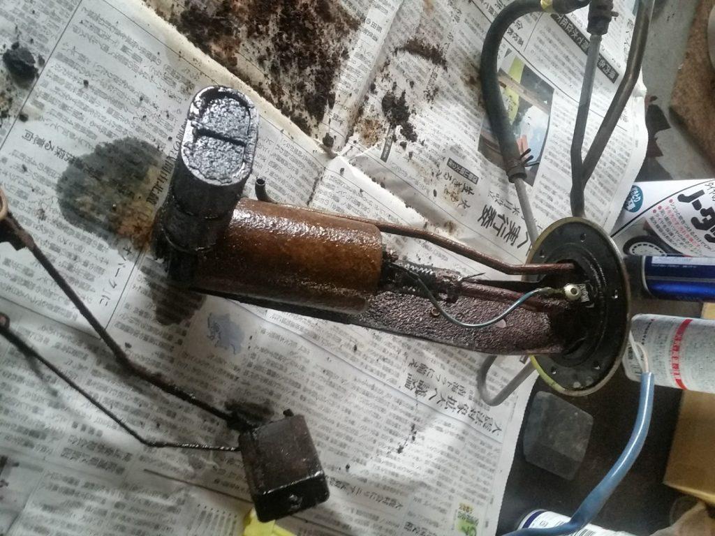 作動しない燃料ポンプ、燃料ゲージは修復で何とか復活
